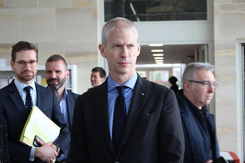 """L'audiovisuel public fusionnera en 2021 pour devenir """"France Médias"""""""