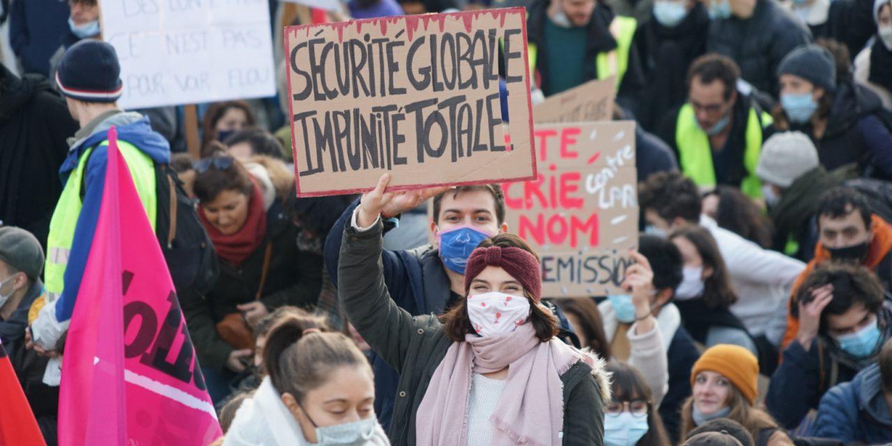 Sécurité Globale : un journaliste raconte sur Twitter la violence des forces de l'ordre